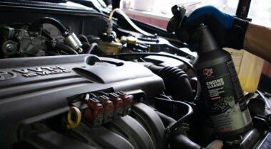 Preparat do czyszczenia silników